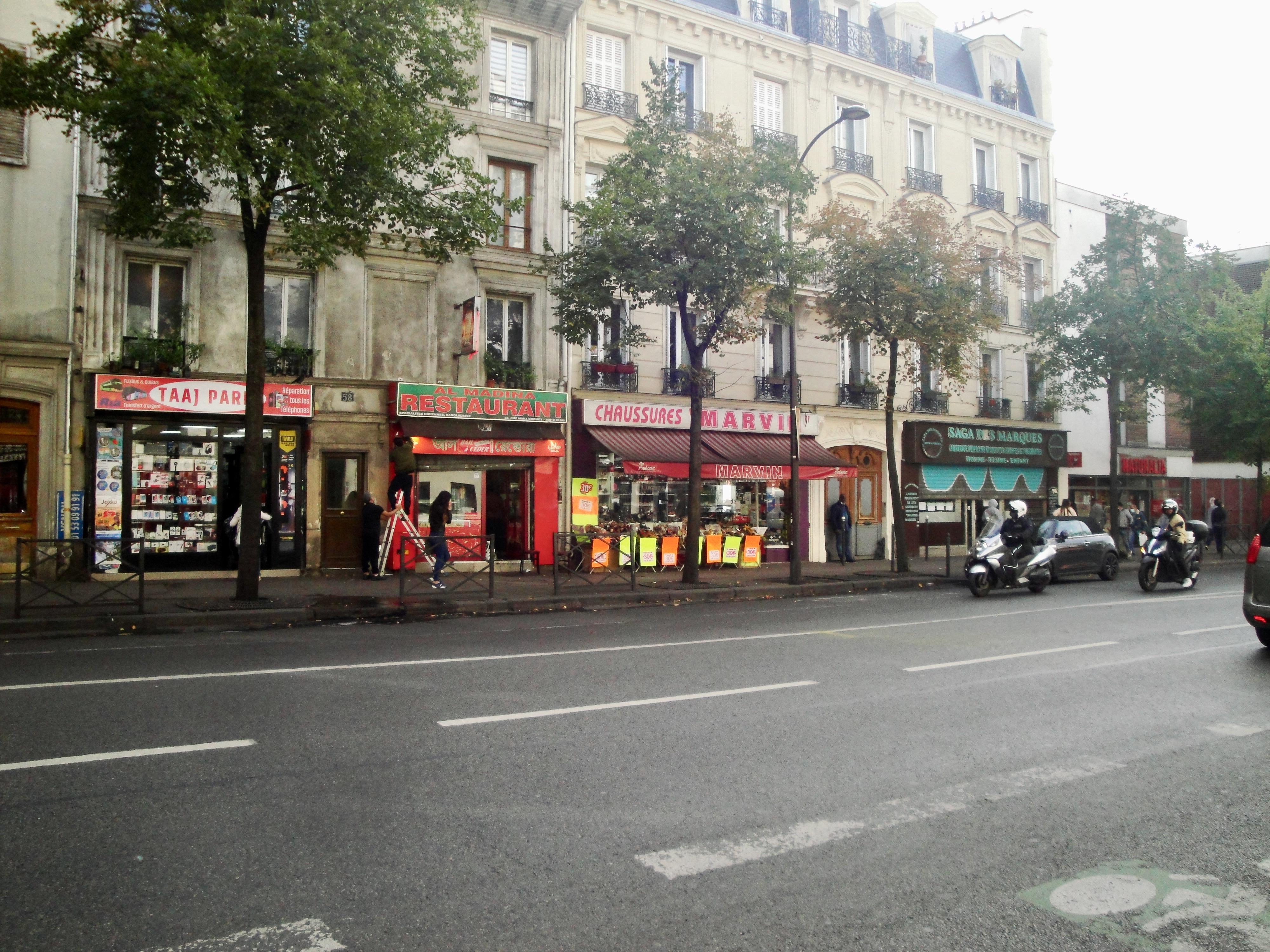 Murs de boutique, rue Marx Dormoy (75018)